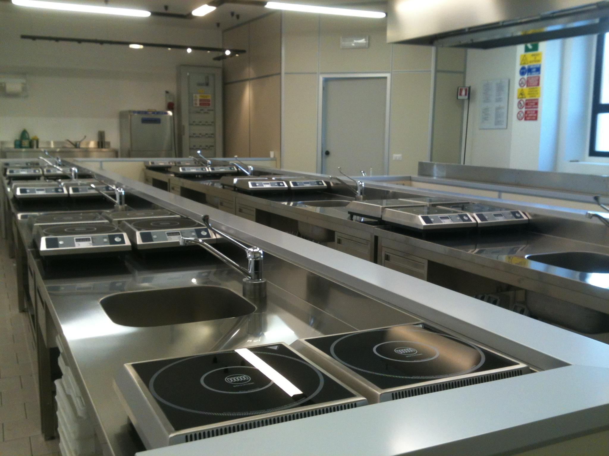 E\' attivo il nuovo laboratorio di cucina | CESCOT FIRENZE SRL